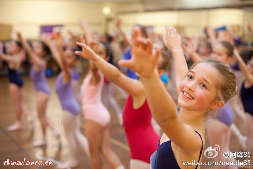 伦敦儿童芭蕾舞团面试的娃娃们