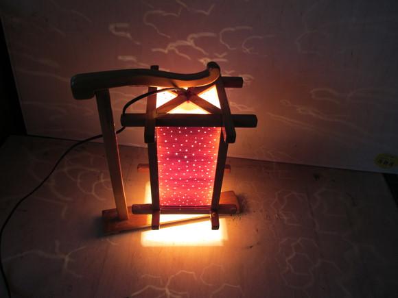 这是网友自制木质台灯