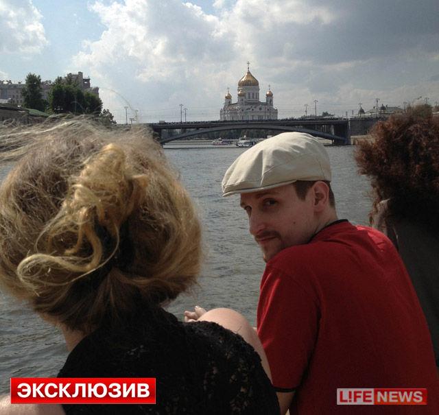 戴帽子和眼镜的外国小男孩头像