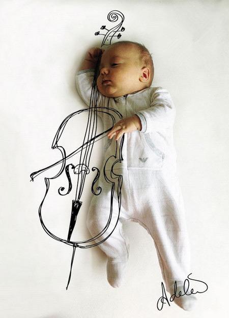 emersen趁宝宝睡着的时候拍下了她傲娇的睡姿,然后加上几笔可爱的涂鸦